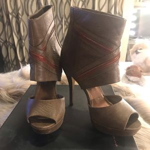 Steve Madden Taupe Leather Red Zipper High Heel